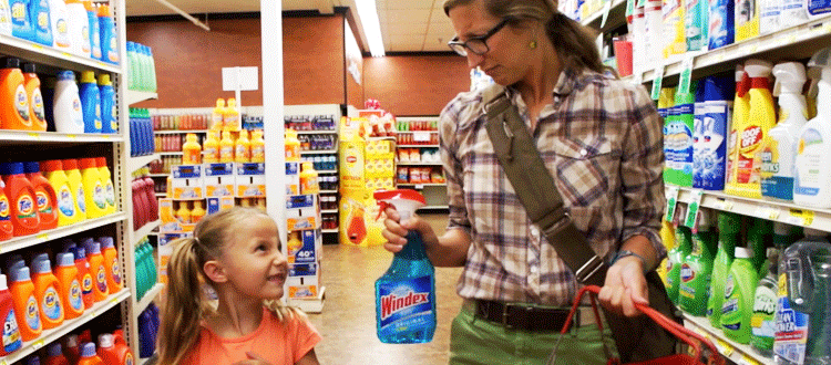 mother daugher shopping for windex